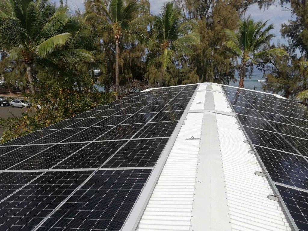 Instalación fotovoltaica de la escuela de Saint-Leu (Isla de la Reunión)